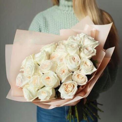Купить на заказ Букет из 31 белой розы с доставкой в Шардаре