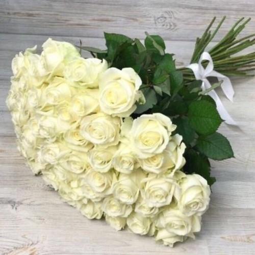 Купить на заказ Букет из 51 белой розы с доставкой в Шардаре